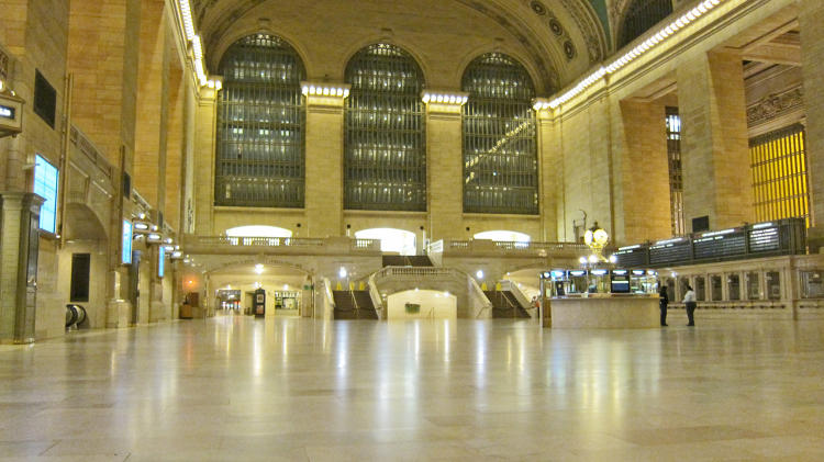 <p>An evacuated Grand Central on October 28. Photo: Aaron Donovan</p>