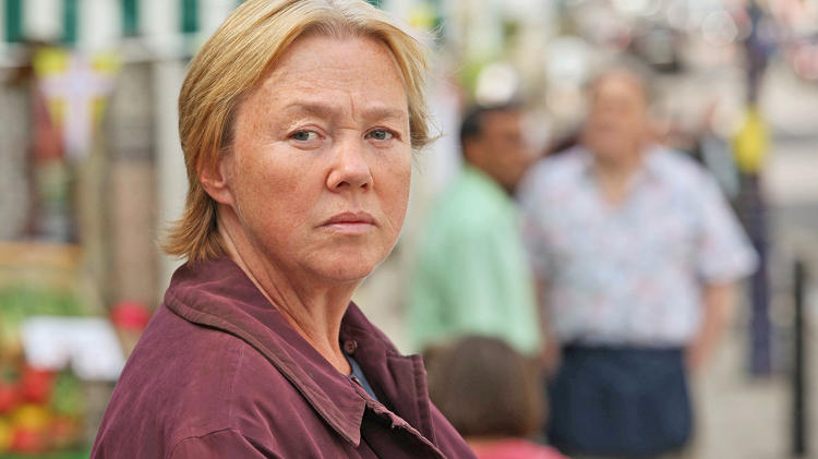 <p>The mysterious lady who lives in the trailer park is Susan Wright (Pauline Quirke).</p>