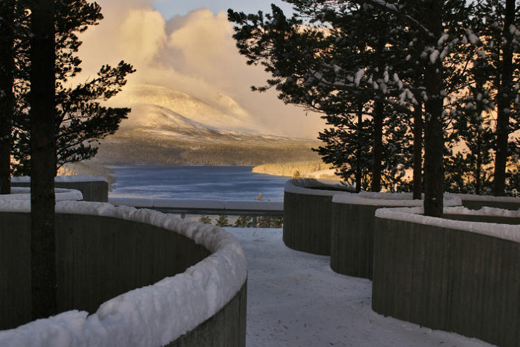 <p>From the viewpoint, Rondane appears almost exactly as it was depicted in the 1914 painting &quot;Winter Night in the Mountains&quot; by Norway national treasure Harald Sohlberg.</p>