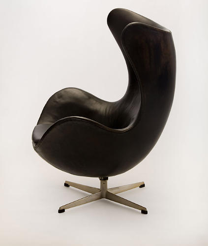 <p>The iconic Egg chair by Arne Jacobsen for Fritz Hansen (1958).</p>