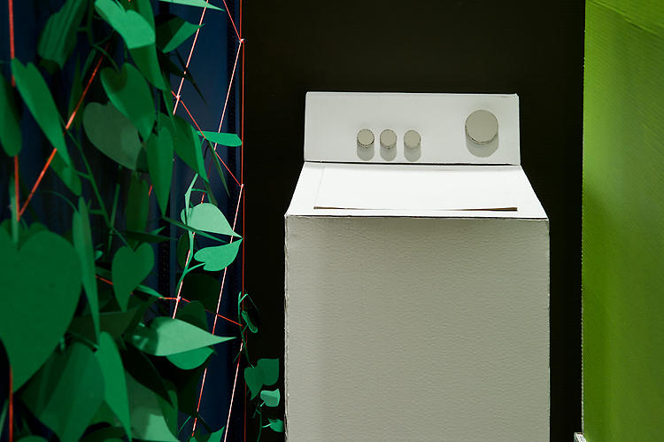 <p>A washing machine is created from a cardboard box.</p>