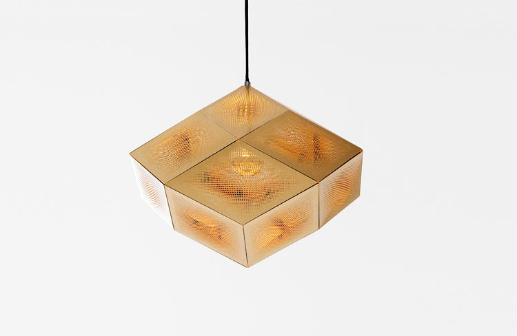 <p>The Etch Light is made of 0.4mm-thick, etched brass sheets. The detailed pattern creates beautiful, intricate shadows when lit.</p>