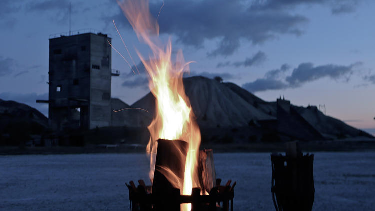 <p>Bonfire on the beach just after sunset? Yes, please. Thank you.</p>