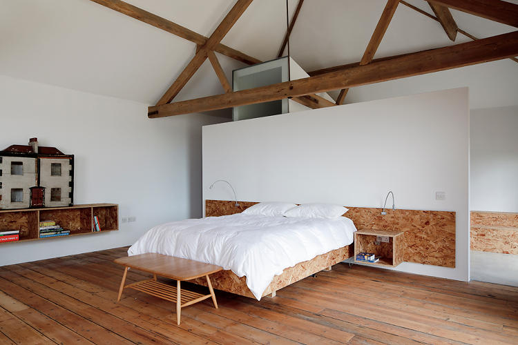 <p>A nice, no-fuss bedroom with some niches for knicks and knacks.</p>