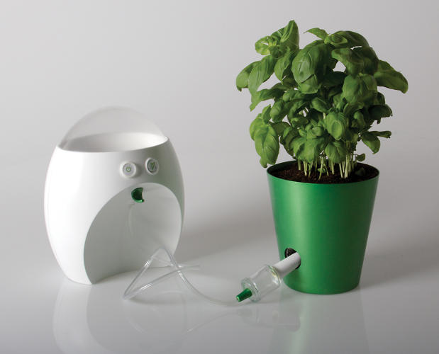 <p>The Re-Feed features an &quot;umbilical cord&quot; for plants.</p>