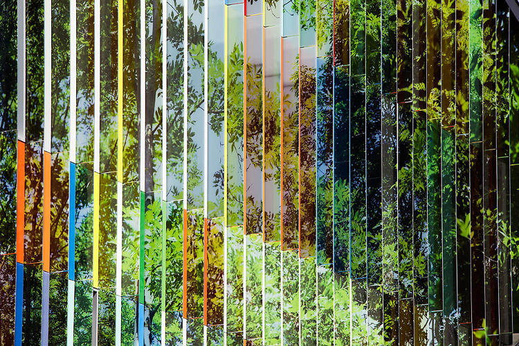 <p>But the most unique feature is the building's illusory facade, featuring metal slats painted with colors on one side and an image of the forest on the other.</p>