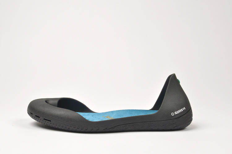 <p>The Iguaneye is a shoe modeled after the original rubber shoes, crafted in the Amazon.</p>