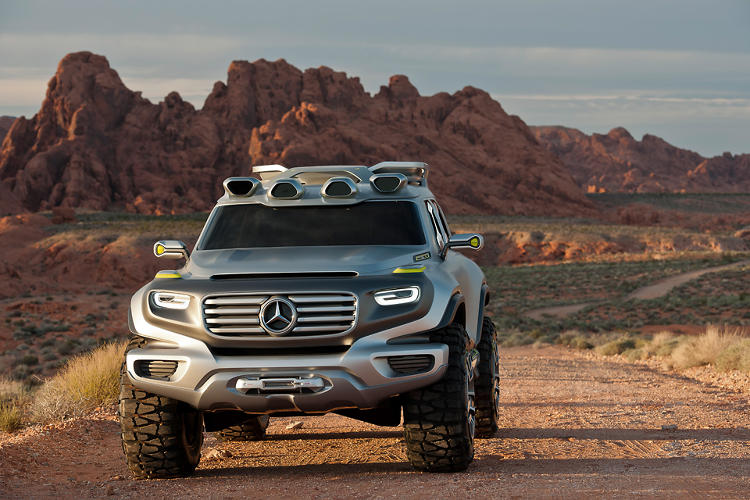 <p>The Ener-G-Force is Mercedes's vision for the police car in the year 2025.</p>