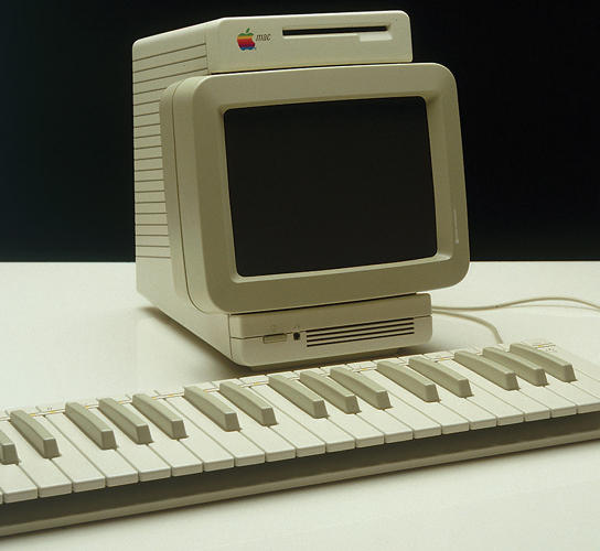 <p>Apple Snow White 2, &quot;Workbench &amp; Music Mac,&quot; 1982</p>