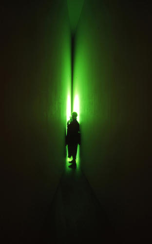 <p>Visitors enter a small room through two tight corridors, and find themselves at the mercy of an intensely pigmented fluorescent space.</p>