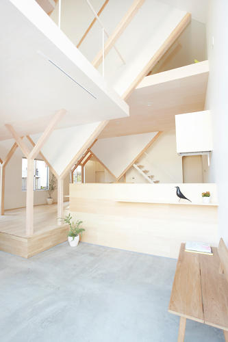<p>Six levels of floorboards separate the space with somewhat unconventional divisions.</p>