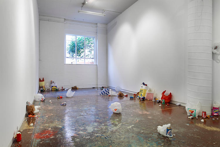 <p>Carly Fischer, an Australian artist, carefully re-creates trash from paper.</p>