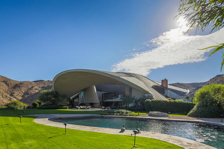 <p>The home was built by fabled California architect John Lautner.</p>