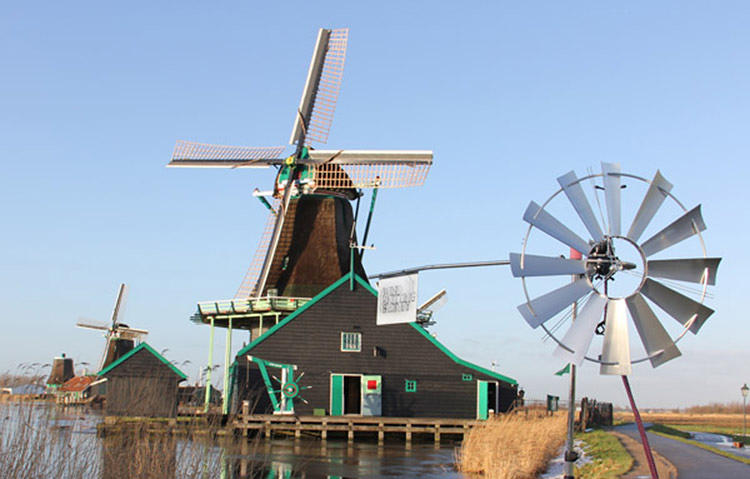 <p>A pic of the Zaanse Schans Wind Knitting Factory.</p>