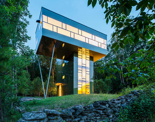 <p>The daring form presented the designers with a series of structural issues. Given the small (14') footprint and its height (50'), the entire structure had to be bolted to the rockface to combat the significant overturning forces.</p>