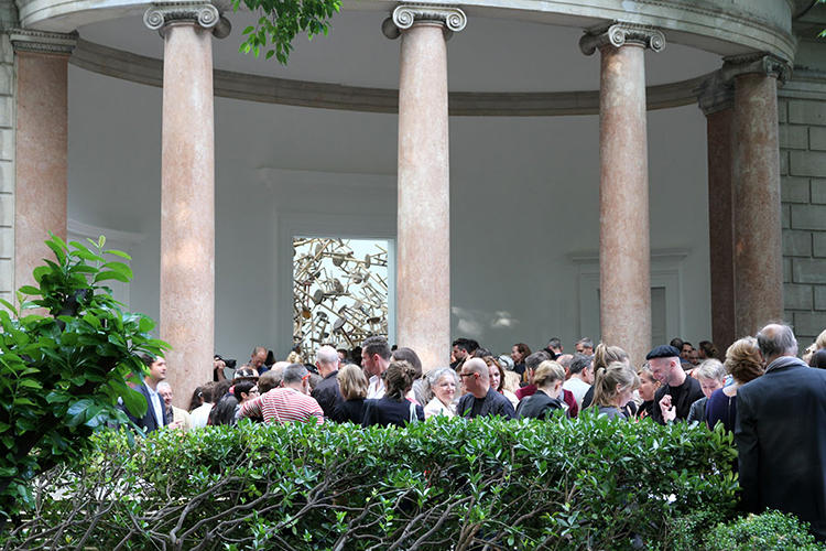 <p>Crowds formed outside the gallery to view the sprawling spectacle.</p>