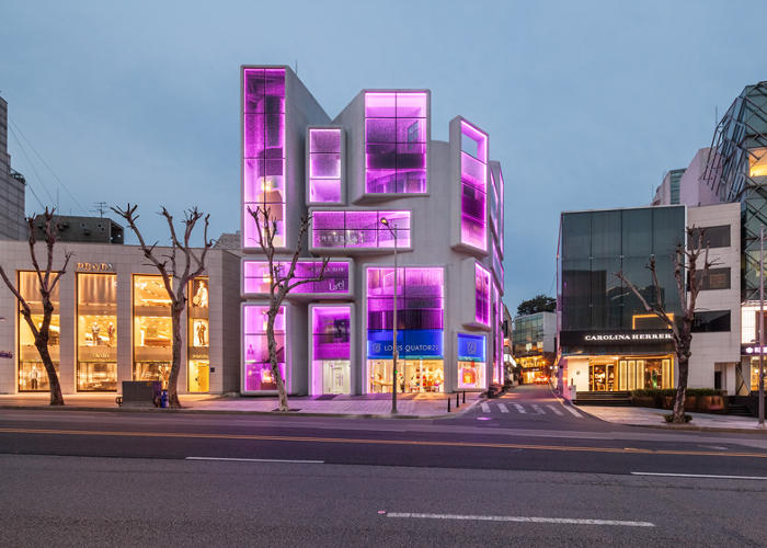 <p>The revitalized structure sits on Apgujung Road, Gangnam's main shopping strip, surrounded on both sides by flagship stores of luxury brands.</p>
