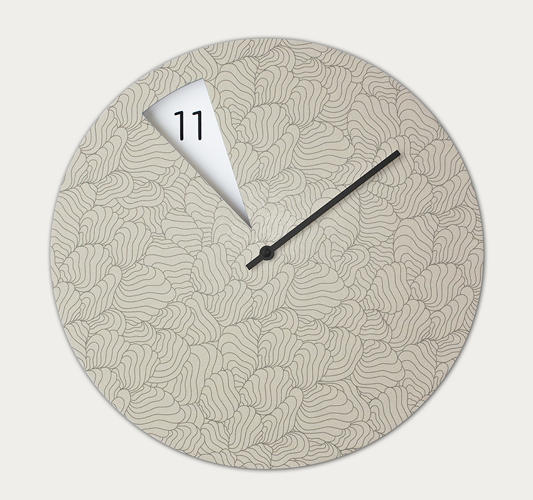<p>Fossi is aware that her clock is more than utility; it's a piece of décor. Besides the array of colors available, she'll also customize the face for interested clients.</p>