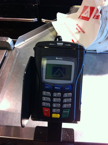 <p>Has the credit card industry ever tried to standardize its iconography? You can swipe left or right on this supermarket console. And you can hope the person in front of you on line opts for one or the other. (Photo by Paul Lukas)</p>