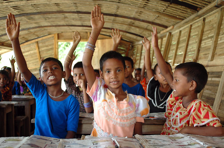 <p>An active classroom in the Shidhulai Swanirvar Sangstha mobile Internet boat.</p>