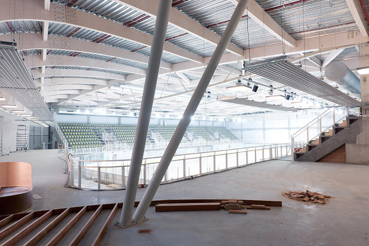 <p>The rink has different temperature zones: one at 46 degrees Fahrenheit on the ice, and another 60 degrees in the seating area and cafe.</p>