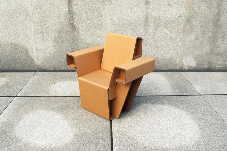<p>Chairigami's furniture is recyclable, lightweight, flat-packed, and easy to assemble.</p>