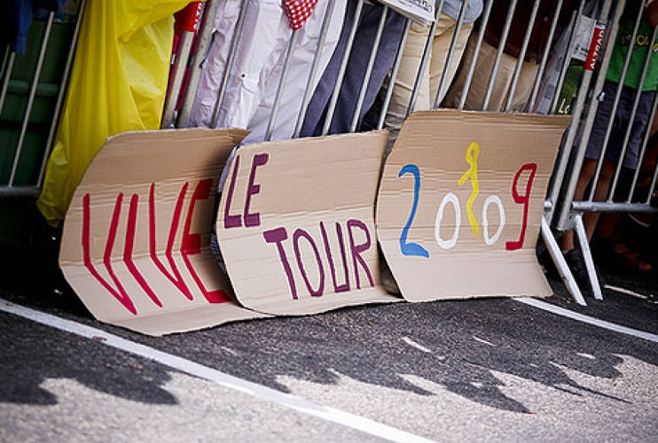 <p> &quot;Vive Le Tour 2009!&quot; Fan Art in Bourgoin-Jallieu. <br /> Photo: <a href=&quot;http://www.flickr.com/people/incuboy/&quot; target=&quot;_new&quot;>Patrick Frauchiger</a></p>