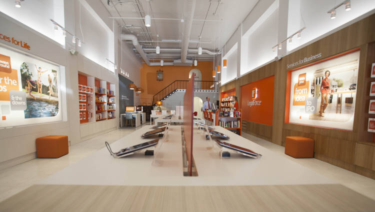 <p>Borrowing an Apple aesthetic, the layout of LegalForce uses shelves that aren't higher than eye level. There also aren't walls that block customers' view of the back of the store.</p>