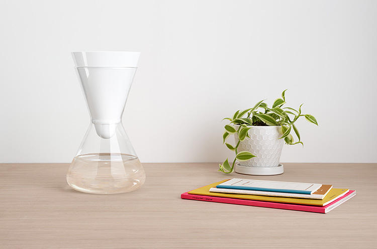 <p>Soma reinvents the standard plastic water filter by replacing the old jug with a beautiful glass carafe, and old filters with compostable ones.</p>