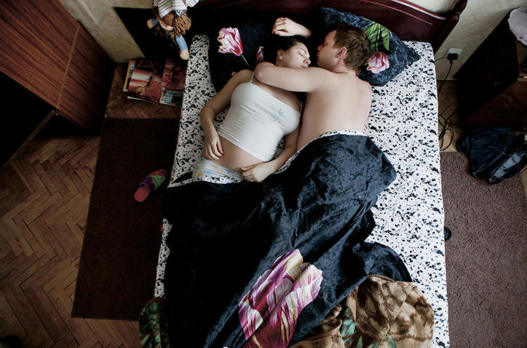 <p>She captures young, pregnant couples sleeping.</p>