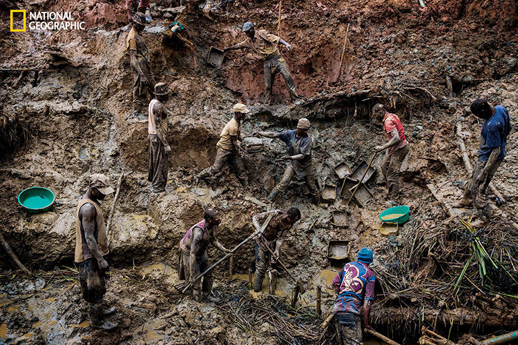 <p>Workers rip the earth apart in search of gold at the Sufferance mine in the Ituri region. Much of Congo's gold, more than $600 million worth a year, is smuggled across borders.</p>