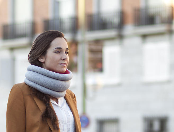<p>The Light is also adjustable. When not pulled over your eyes, it functions as a padded scarf.</p>