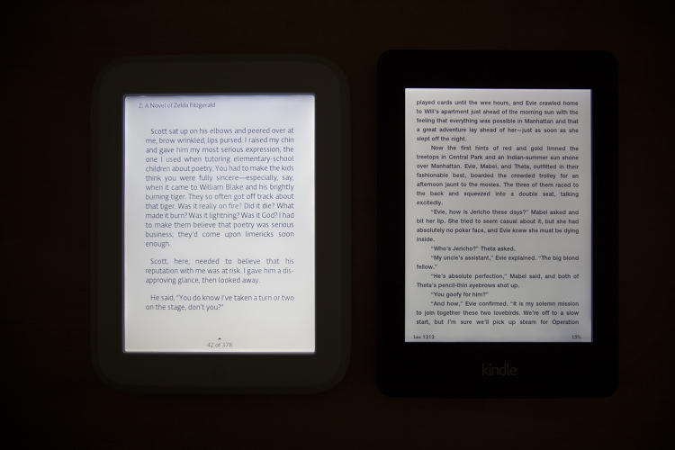 <p>A side-by-side comparison of the second-generation Nook Simple Touch GlowLight (left) and Kindle Paperwhite (right) at maximum brightness.</p>