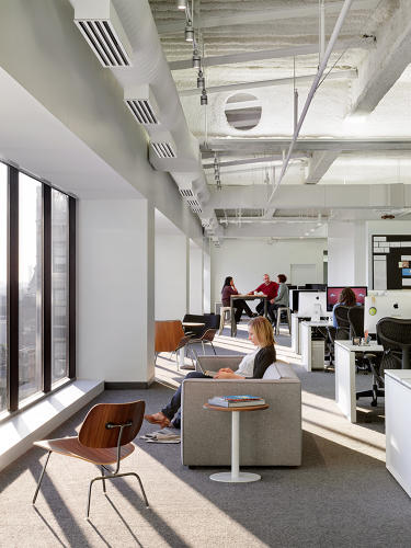 <p>Square created a number of different working environments that encapsulate the working style for the majority of people, including seating areas that face floor-to-ceiling windows.</p>