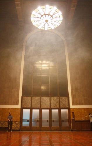 <p>The opera took advantage of Union Station's soaring architecture. Smokey effects in the cavernous ticketing hall built to a dramatic finale.</p>