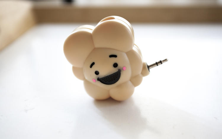 <p>The Pop Dongle connects to an iOS device's audio jack to work. Playing Poptopia with the dongle is slightly clumsier because of its size and the fact it hangs off the phone.</p>