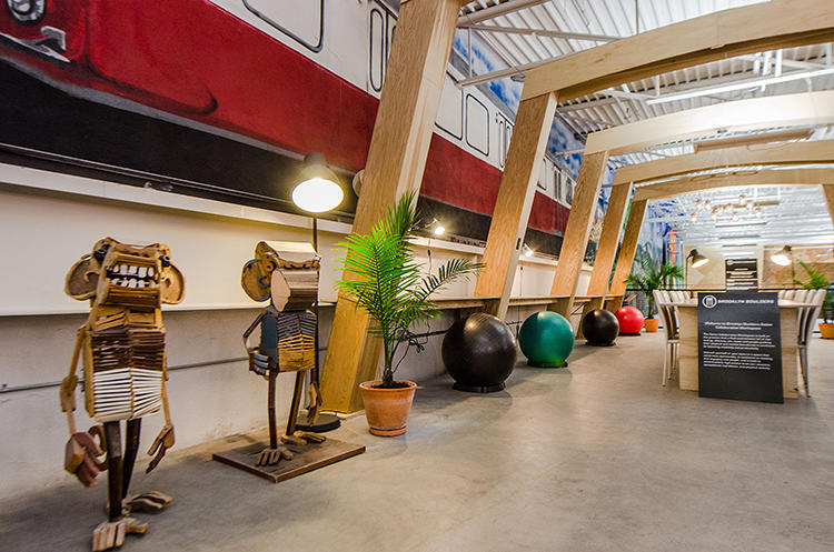 <p>There's free Wi-Fi, a lounge area with couches, a communal table, a smattering of standing desks with built-in pull-up bars, seated desks with balance ball chairs, and a few quiet spaces.</p>