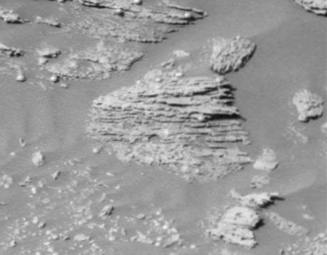 <p>The finding of unparalleled lines soon after Opportunity's landing in 2004 gives scientists clues about Mars's landscape, and indicates it was influenced by moving currents, such as volcanic flow, wind, or water.</p>