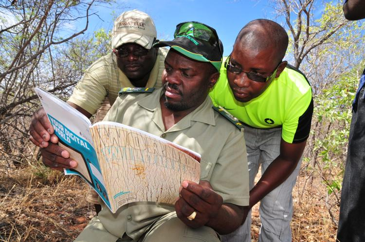 <p>Namibian Ministry of Environment &amp; Tourism wardens take a break from field demonstrations to read a feature on aerial monitoring in the first issue of <em>World Wildlife Magazine.</em></p>
