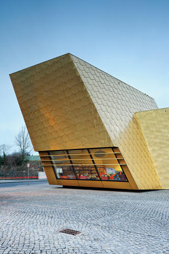 <p>Designed by FF Architekten &amp; Martina Wronna in 2008. &quot;The gold shingles of copper-aluminium alloy create a shimmering surface that changes with the light and the weather,&quot; write the book's editors.</p>