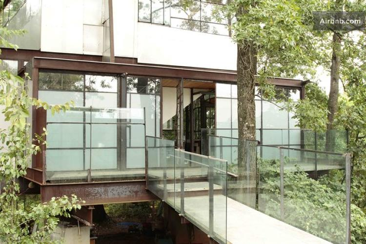 <p>This <a href=&quot;https://www.airbnb.com/rooms/224977&quot; target=&quot;_blank&quot;>glass-enclosed Atlanta house</a> would make you feel like you're staying in a giant prism.</p>