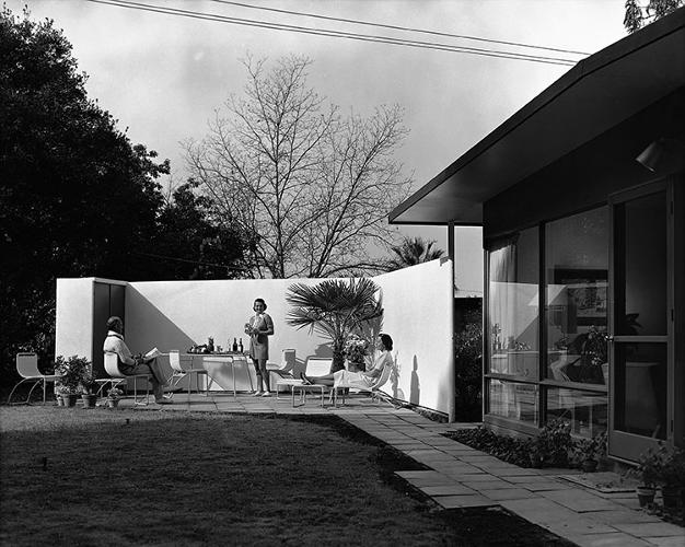 <p>The Vultee House, designed by Edward Larrabee Barnes and Henry Dreyfuss, in San Diego, California, 1947.</p>