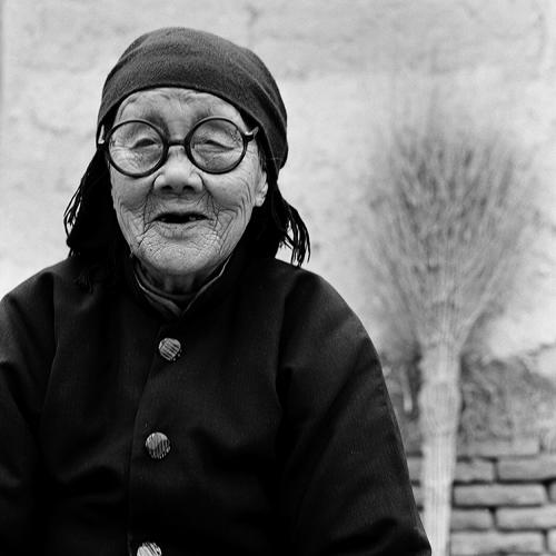 <p>British photographer <a href=&quot;http://www.jofarrell.com&quot; target=&quot;_blank&quot;>Jo Farrell </a>has taken it upon herself to document--and celebrate--the lives of the last women in China with bound feet.</p>