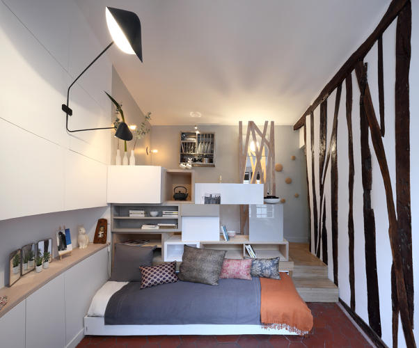 What life is like inside a 129 square foot apartment co for Como decorar un estudio de 35 metros