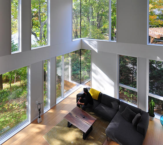 <p>The site had been previously considered too small to fit a residence for a five-person family. It looks pretty spacious to us.</p>