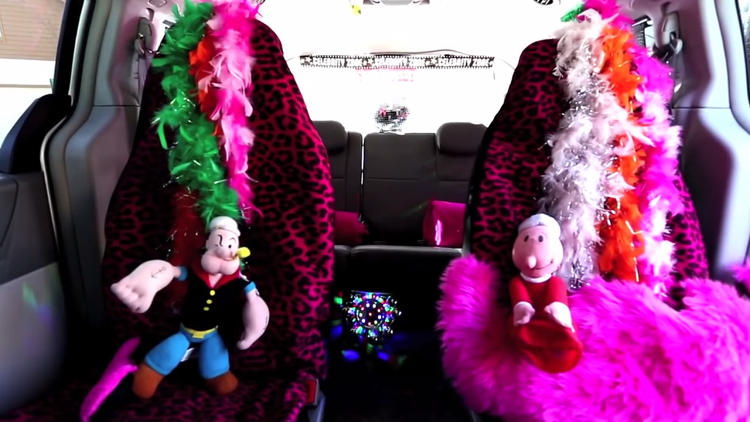 <p>You don't just sing in Vanessa Nelson's Karaoke Lyft--you have to look like a star.</p>