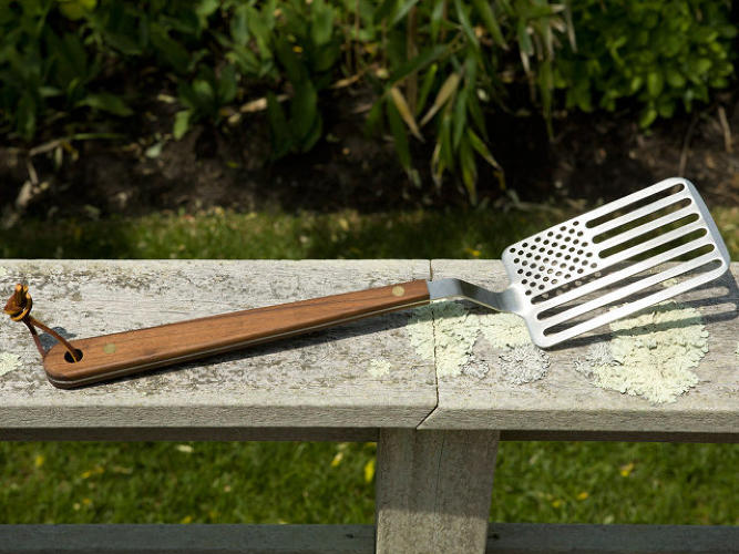 "<p><strong>Patriotic grilling-fanatic dad</strong></p>  <p>Hit two of his favorite holidays with one gift. This witty <a href=&quot;http://www.areaware.com/products/star-spangled-spatula&quot; target=&quot;_blank&quot;>Star Spangled Spatula</a>, designed and manufactured in the USA, is made of stainless steel and American walnut. It'll make flipping burgers for the family an even more patriotic pursuit. ""Grill-master"" title is not included. (He has to earn that.)</p>"