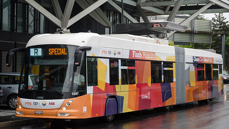 <p>Electric buses aren't new. But older systems usually involve tangles of crisscrossing wires that limit the buses to specific routes and can cause danger to people.</p>