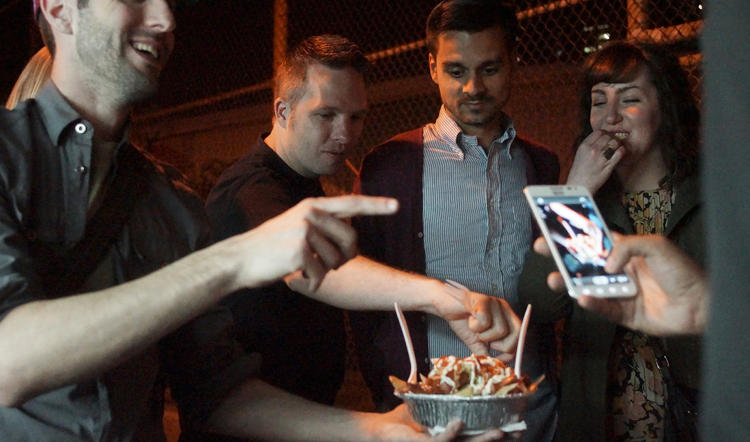 <p>Jeffrey provides a food tasting for his group on a Midnight Street Food Crawl in New York.</p>