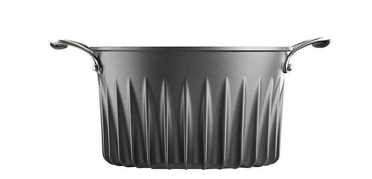 <p>The design uses patented fins to pull heat across the bottom of the pan and up the sides.</p>
